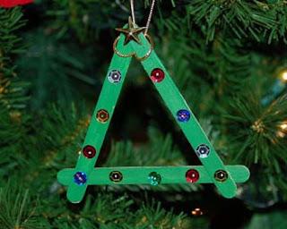 Enfeites de Natal Para fazer na escola | Pinheiro de Palito de picolé