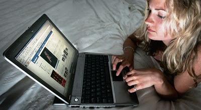 Wanita Rela Tidak Ngeseks Demi Facebook