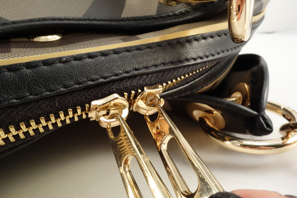 authentic burberry outlet online 5zfn  As I have not seen what the authentic bag looks like I cannot rate how it  compares but based on material and workmanship I'd rate this bag a 85 on a  scale