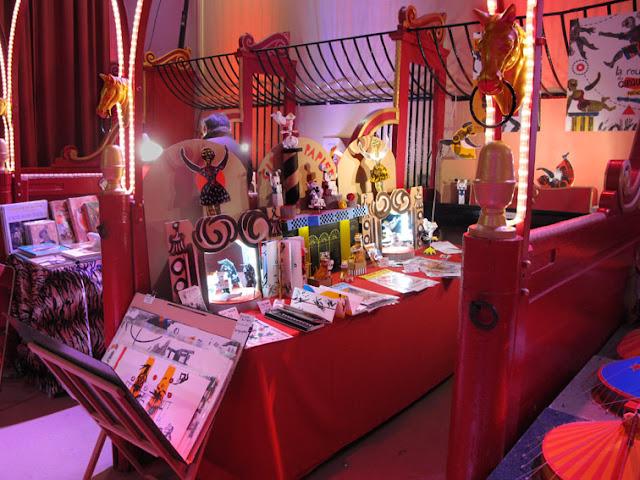 le stand de l'artiste Brigitte Rio au Cirque d'hiver