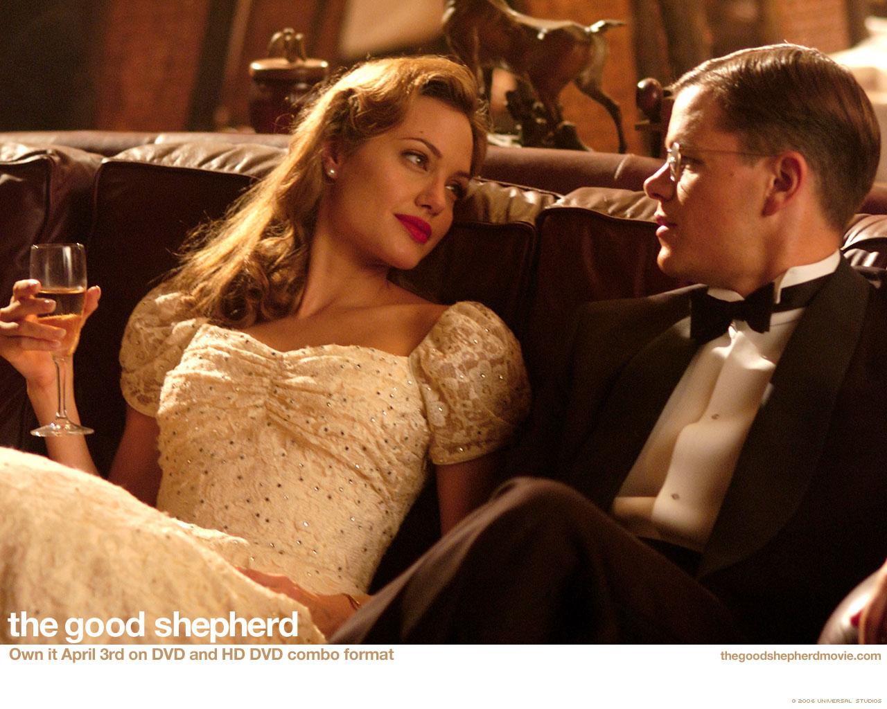 http://3.bp.blogspot.com/-AAPDvLRuT0g/T7drEI5AlAI/AAAAAAAAI6k/yT5xlW1GlTM/s1600/Angelina_Jolie,_Matt_Damon+The_Good_Shepherd,_2006,_.jpg