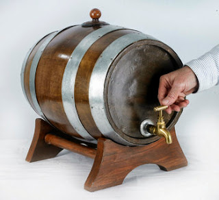 beer barrel / barel bir, wine barrel / barel wine antik ukuran kecil