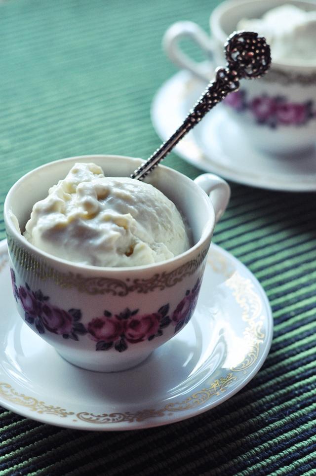 Sautētu Rabarberu Saldējums // Stewed Rhubarb Ice Cream