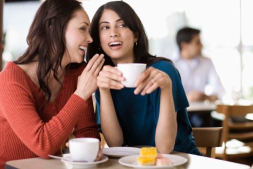 كيف تكونى محبوبة من الاخرين - نساء امرأتان تتكلم تتكلمان تتحدثان - women talk