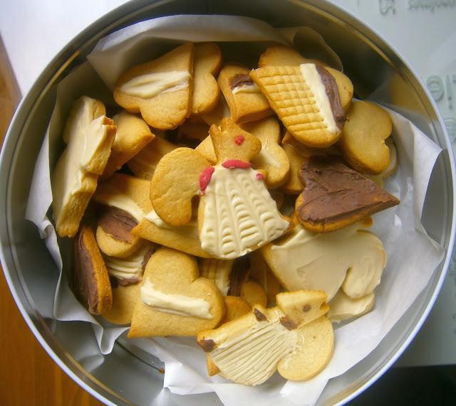 Galletas de mantequilla con chocolate.