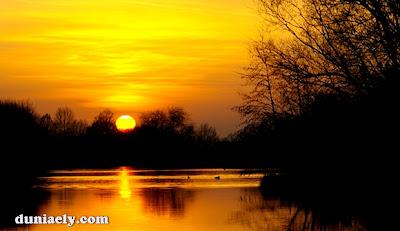 Sunset di pinggir danau