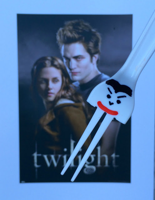 Vampire DIY Forks - All Vampires love FORKS, right? Perfect for Halloween or Twilight Party   www.jacolynmurphy.com