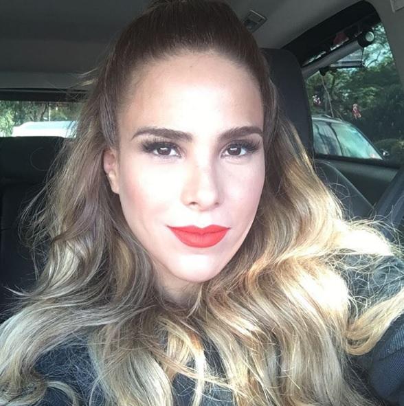 """Wanessa Camargo revela que já perdeu dente durante show: """"Peguei um chiclete e colei"""""""