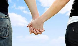 5 Makna Di balik Berpegangan Tangan