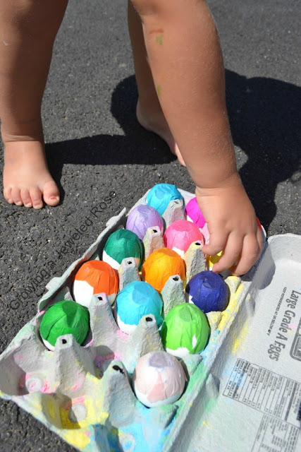 Sidewalk smoke bombs- a super fun way to play with sidewalk chalk!  Kids will delight in tossing these sidewalk smoke eggs at the pavement to make big clouds of colorful smoke as well as beautiful art effects!