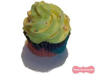 cupcake de bizcocho tricolor