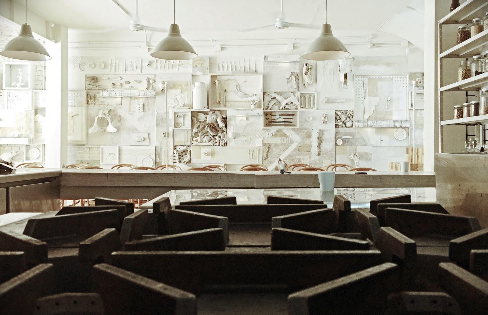 gaya-interior-dan-dekorasi-unik-ribuan-tulang-hewan-di-rumah-makan-Hueso-017