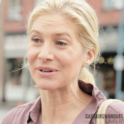 Once Upon a Time - Season 4 - Elizabeth Mitchell on Set Photos