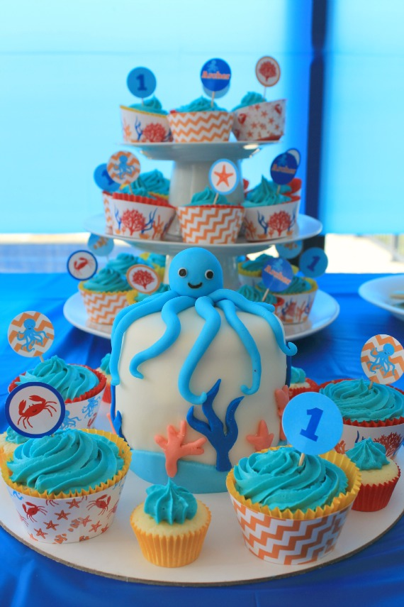 Under the Sea Party @ Love That Party. Heaps of great party ideas, diy's, easy cake decorating tutorials and party printables. www.lovethatparty.com.au