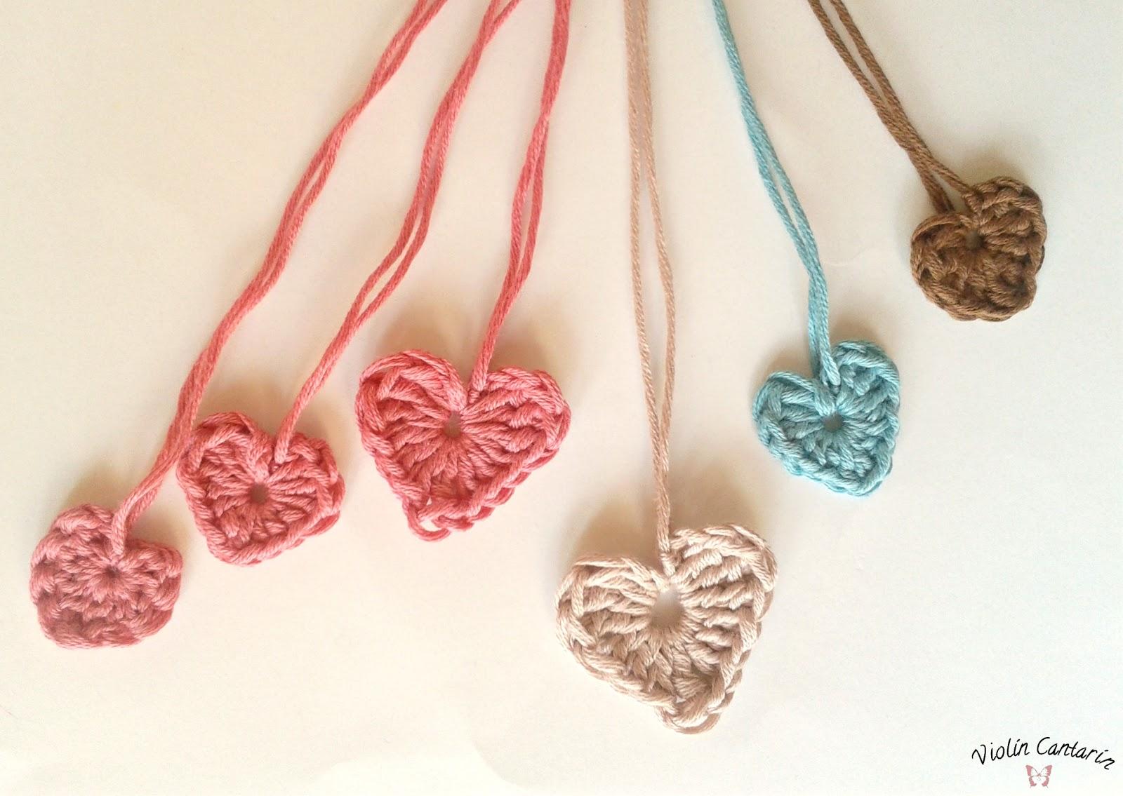 de workshop decorada con corazones de ganchillo quedan bonitos eh