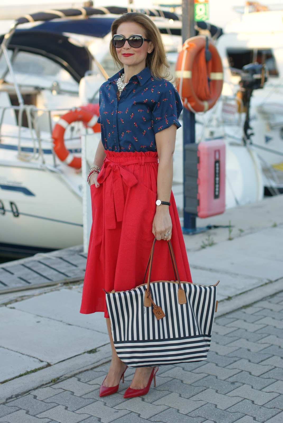 Roberta Pieri robertina collection, a striped tote, holiday navy style with a red Asos midi skirt and Le Silla shoes on Fashion and Cookies fashion blog, fashion blogger style