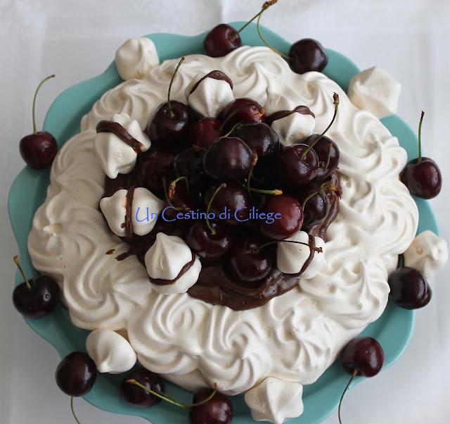 pavlova con ganache al cioccolato e ciliegie!