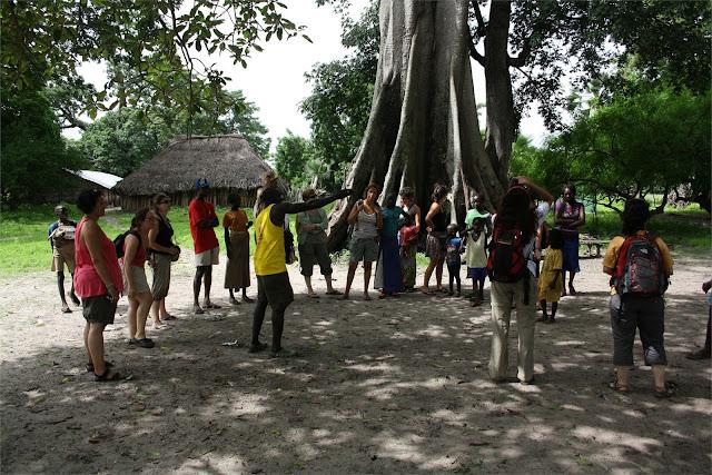 """Las """"plazas del Pueblo"""" siempre serán ante un gran ceiba o baobab"""