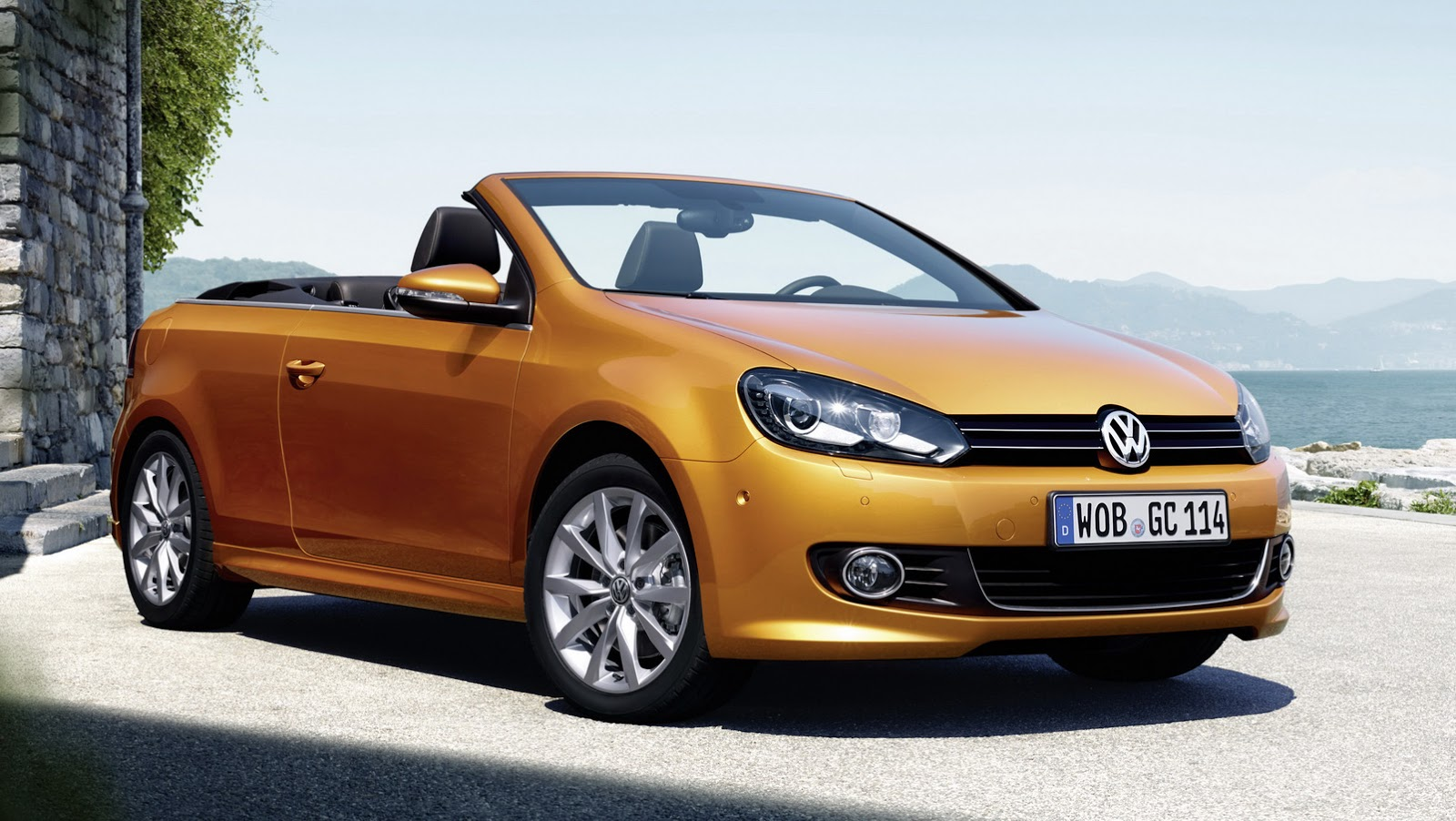 2016 vw golf cabriolet with minor updates heads to frankfurt carscoops. Black Bedroom Furniture Sets. Home Design Ideas