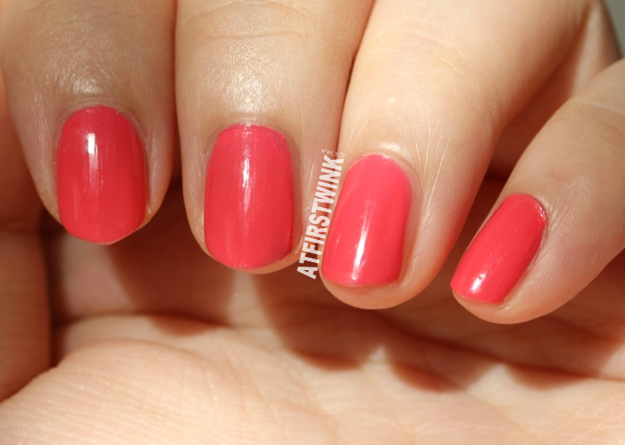 Dior vernis 575 Wonderland swatch (in the sun)