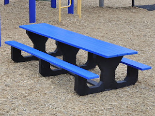 plastic-picnic-table