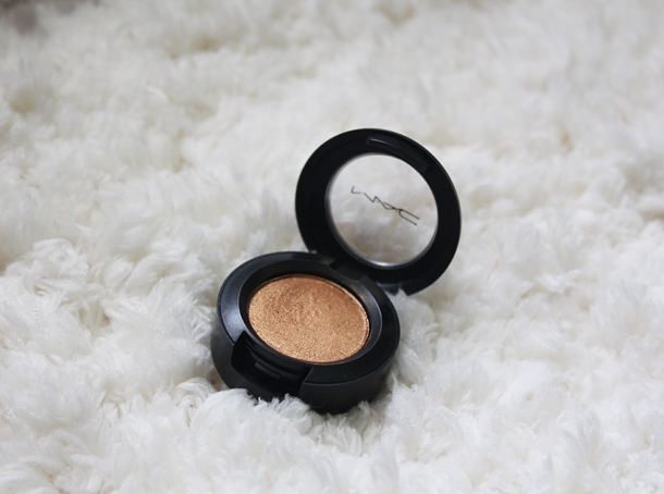mac amber lights eyeshadow review swatches