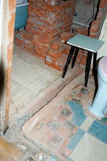 разрушаю перегородку между ванной комнатой и туалетом
