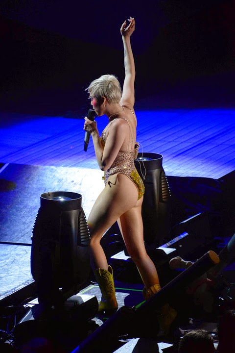 Miley Cyrus Continues Her Butt Baring Concert Performance