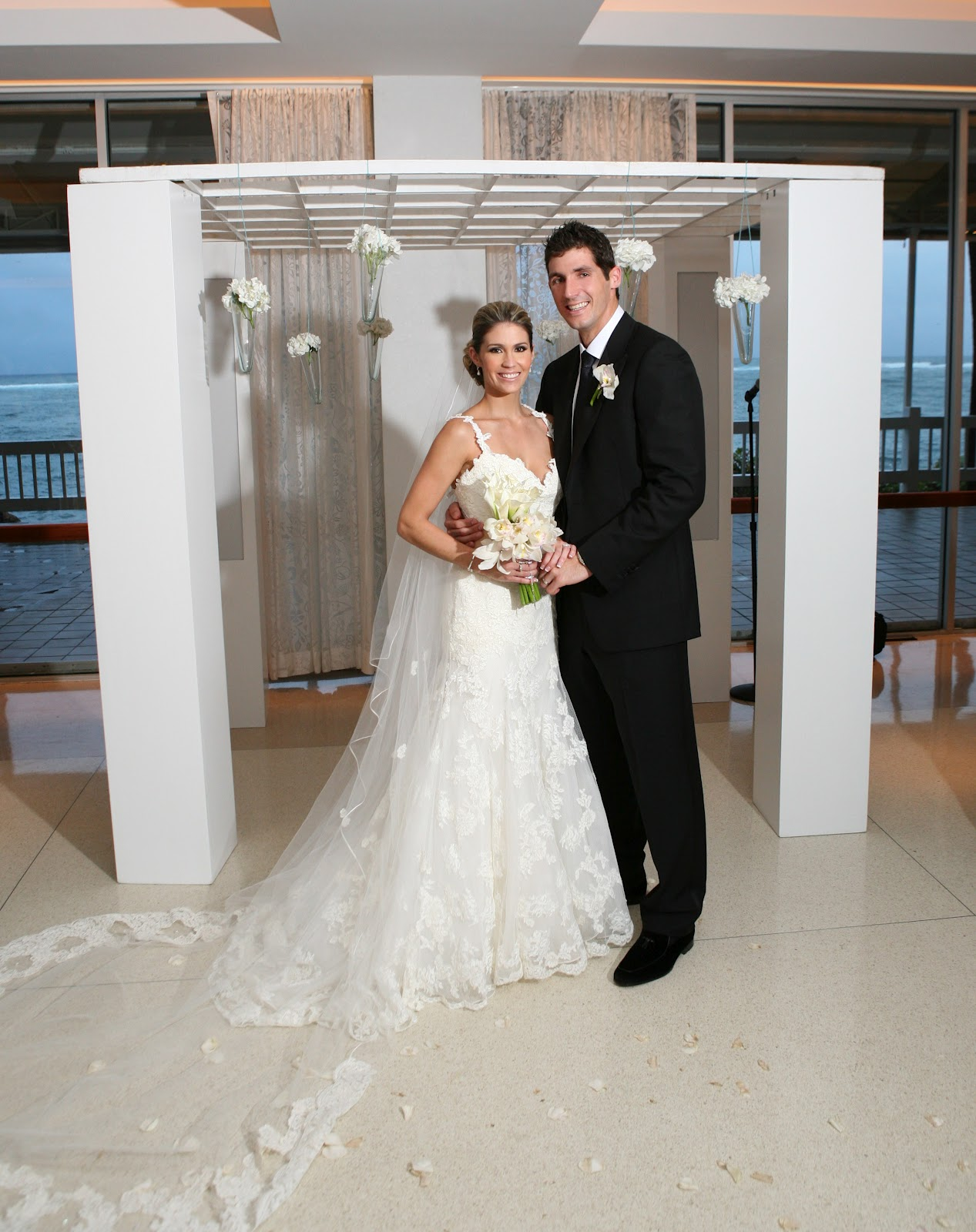 We have featured many weddings in Bodas USA, one of my favorite is Coral del Mars wedding in Puerto Rico. Breathtaking photographs, trendy decor,