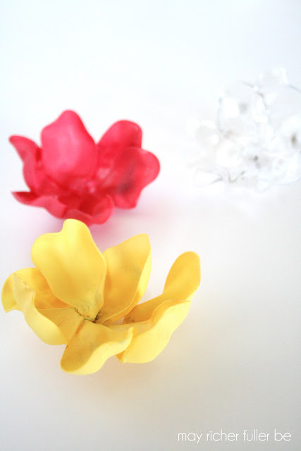 How to Make Flowers from Plastic Spoons