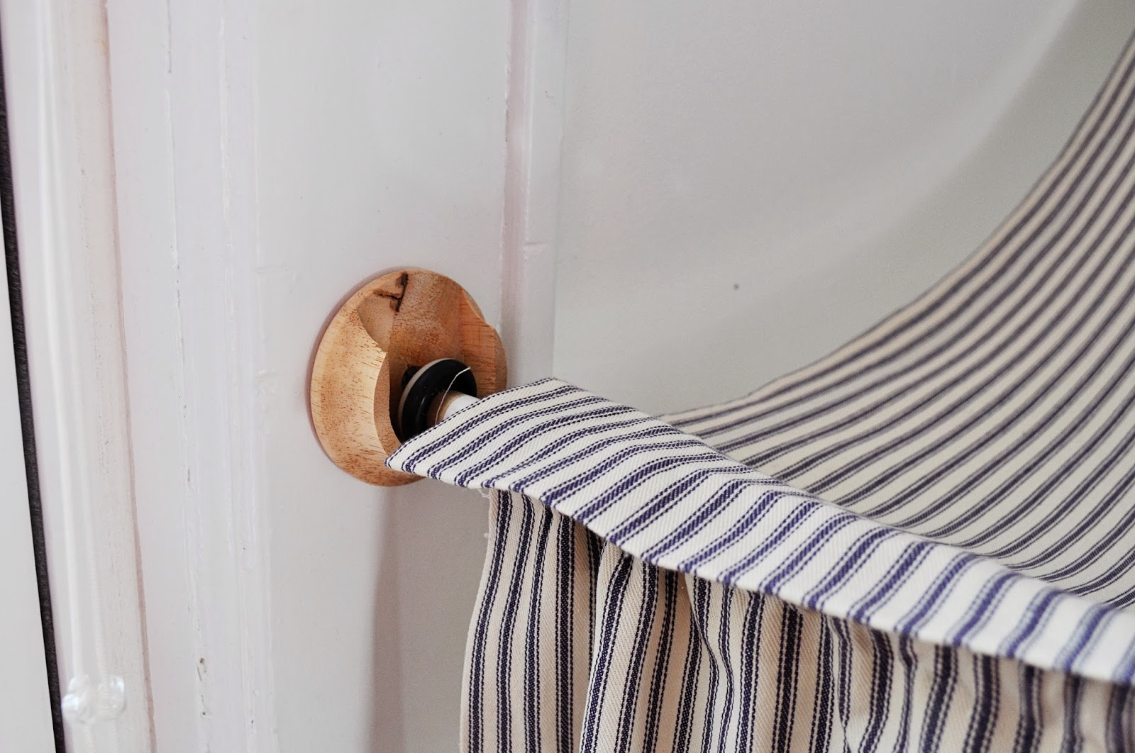 Shower Curtain Pole Holder Scarf Curtain Holders