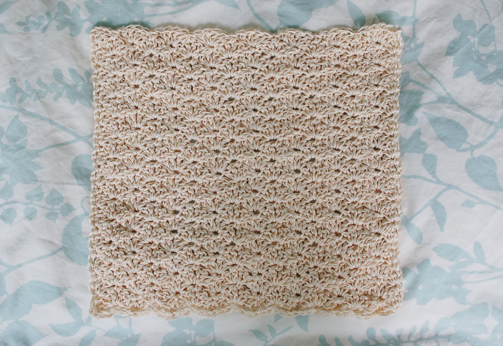 Crochet Patterns Using Cotton Yarn : Alli Crafts: Free Pattern: Size 3 Thread Washcloth Close Scallop ...