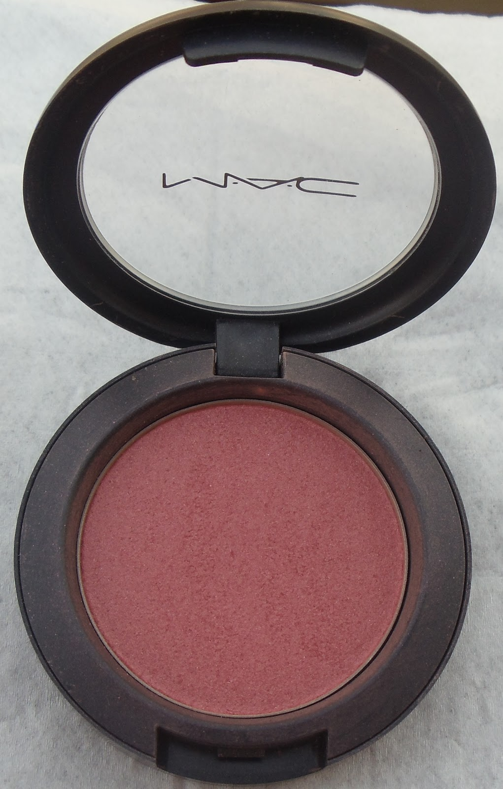 The Happi Therapy: MAC blush Peachykeen swatch & review