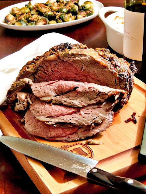 Boneless Rib Roast with Roasted Garlic and Herbs #SundaySupper #RoastPerfect from www.bobbiskozykitchen.com