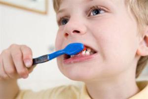 خطورة تنظيف الاسنان