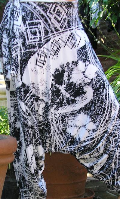 Chiripá en seda fría estampado blanco y negro.