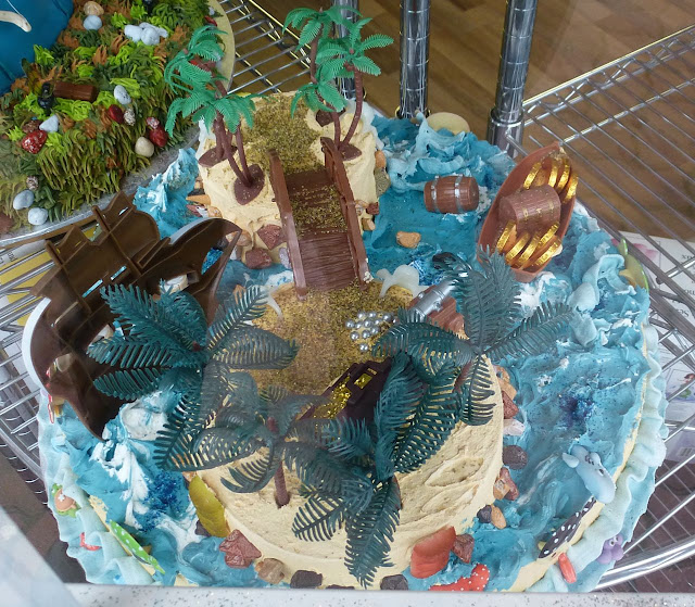 Scoop-N-Save novelty cakes - Treasure Island