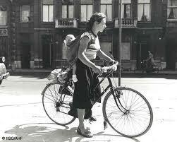 cewek-naik-sepeda
