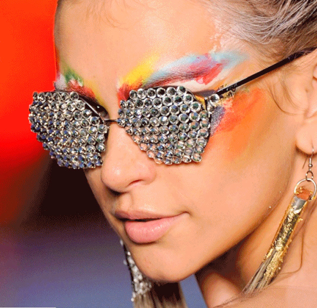 F shion Tour Brasil  Triya desfila óculos Vogue Eyewear no Fashion Rio 4adb7e9e8e