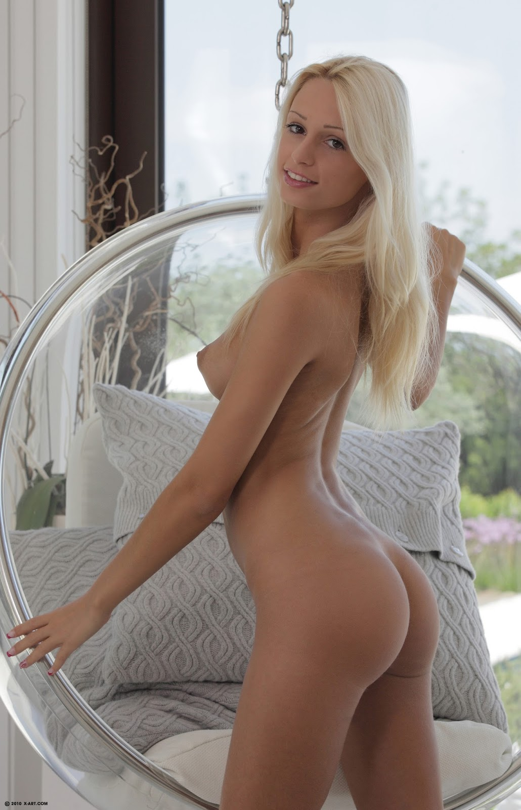 Секс с голой девкой 21 фотография