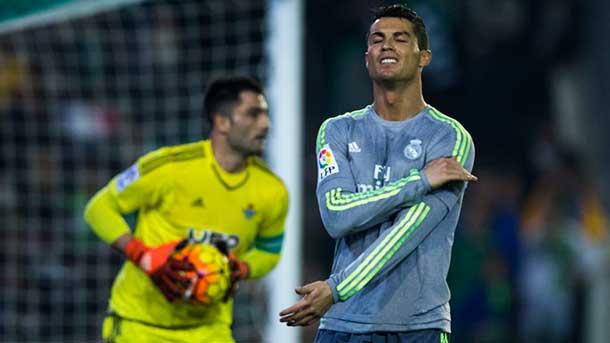 """El """"efecto Zidane"""" dura dos partidos: polémico empate del Madrid ante el Betis (1-1)"""