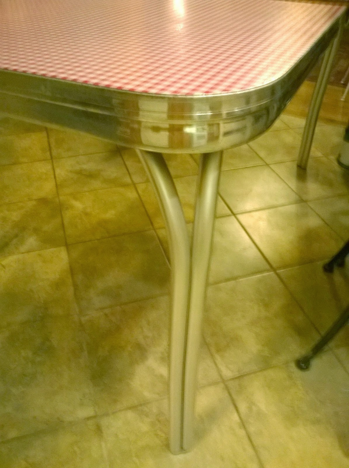 Retro chrome table redo redo it yourself inspirations retro i ran out of contact cement and tried rubber cement to secure the inside edges unlike contact cement it remained wet longer watchthetrailerfo