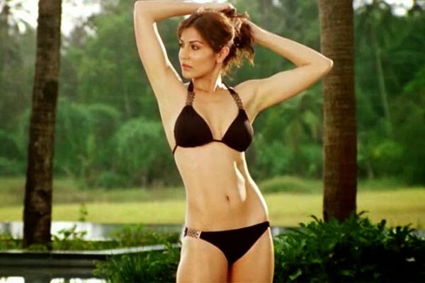 anushka sharma hot erotic bold sensuous videos topless braless bikini pictures
