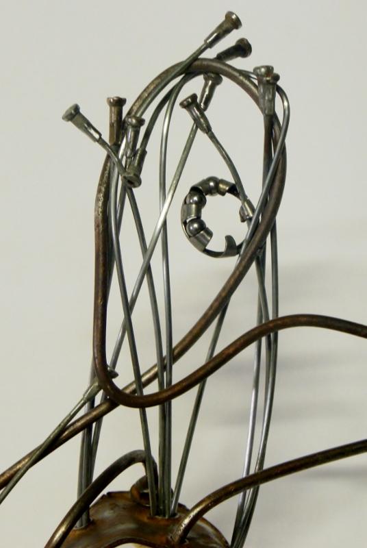 sculpture Goliath en métal et bois. Recyclage artistique par Ama sculpteur
