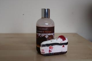 Sobotni relaks , czyli shake do kąpieli czekolada z dodatkiem pomarańczy Stara Mydlarnia ( Bath&Shower Shake Chokolate & Orange)