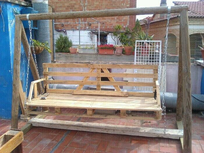 Columpio de jard n con pal aibl ideas para decorar tu for Balancines de madera para jardin