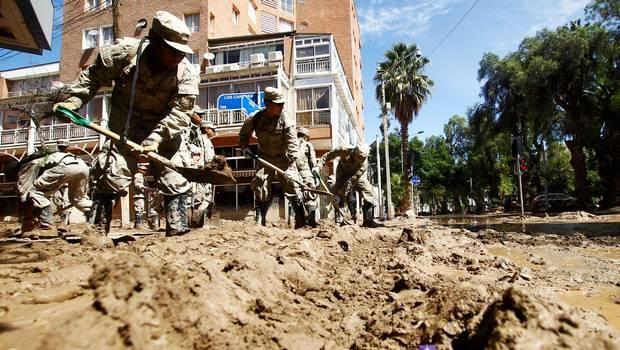 http://www.24horas.cl/nacional/regimiento-de-copiapo-del-rescate-heroico-a-las-ruinas-militares-1647204