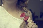 Que alguien me dé un  pintalabios de color rojo,que voy a comerme el mundo y quiero dejar marca.