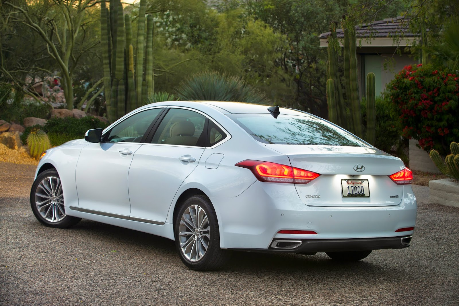 Rear 3/4 view of 2015 Hyundai Genesis