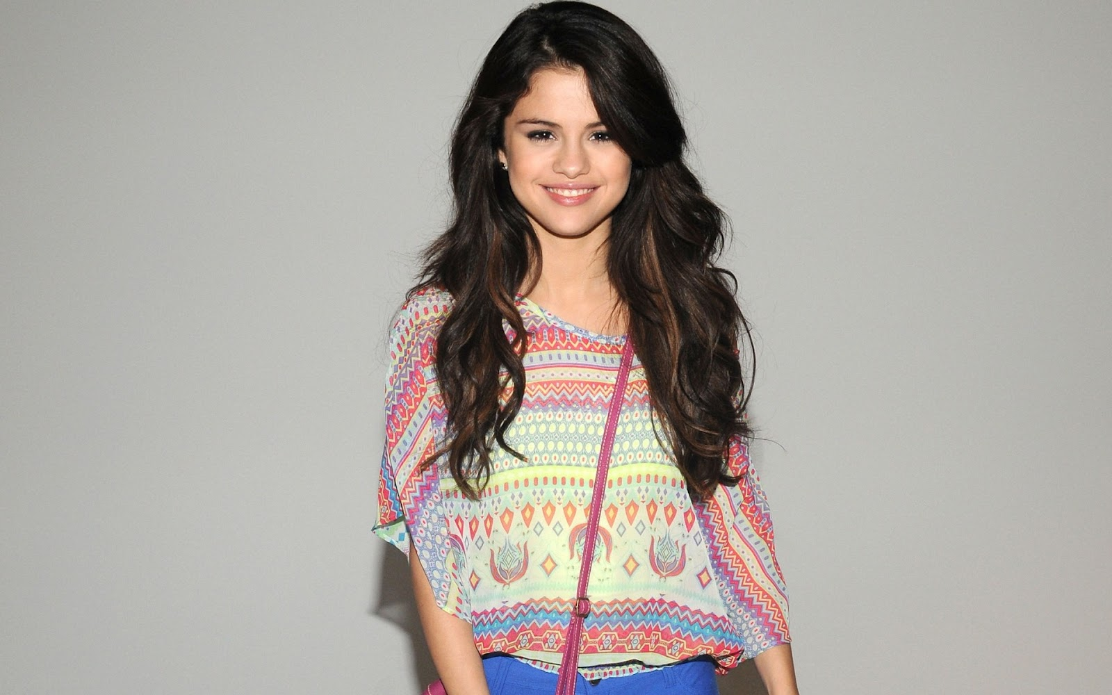 CELEBRITIES VIEW BUZZ: Selena Gomez at Hotel Transyvania ...